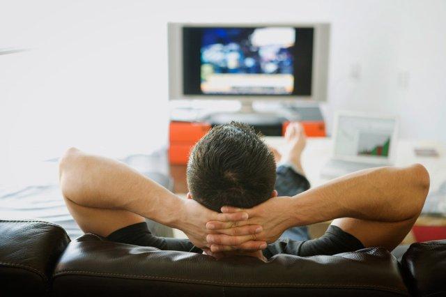 watching-tv_custom-0ec934f099b7a6dd0f9ae13f7471e5bbc53a6d08-s900-c85