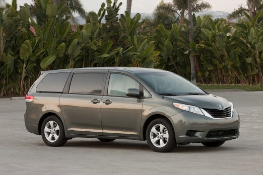 2014-toyota-sienna-remains-the-only-awd-family-van_1